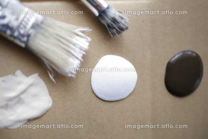 木工の塗装と筆のDIYイメージの販売画像