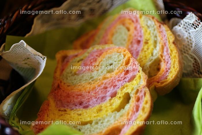 5色の野菜入り手作りパンの販売画像