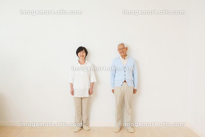 笑顔のシニア夫婦の販売画像