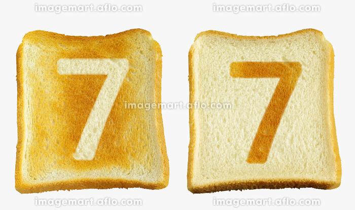 食パンに焼印風のアラビア数字の7の販売画像