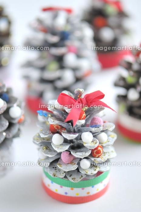 まつぼつくりのクリスマスツリーの販売画像