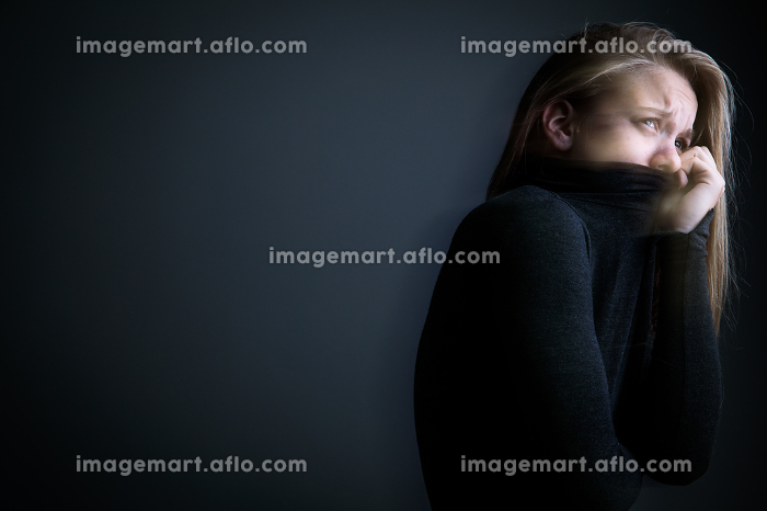 Young woman suffering from a severe depression/anxietyの販売画像