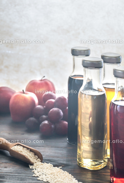Bottles with different kinds of vinegarの販売画像