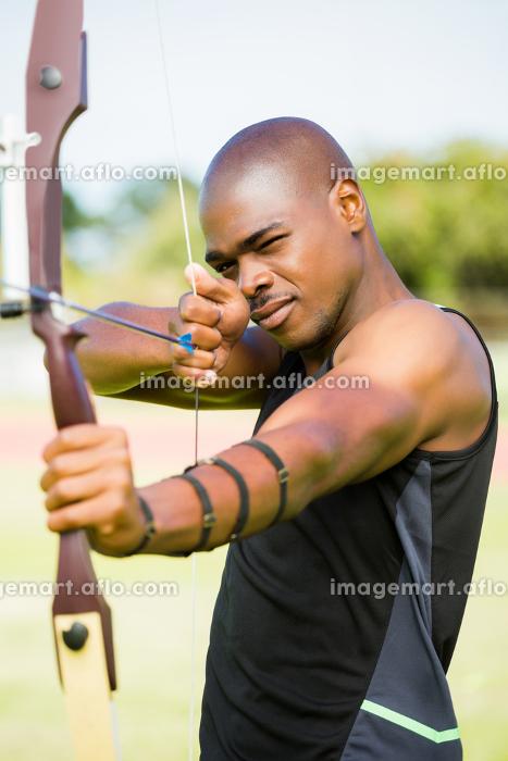 Athlete practicing archeryの販売画像