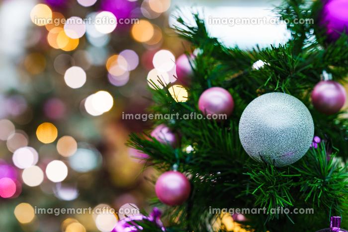 クリスマスツリーを彩る飾り付けとイルミネーションの販売画像