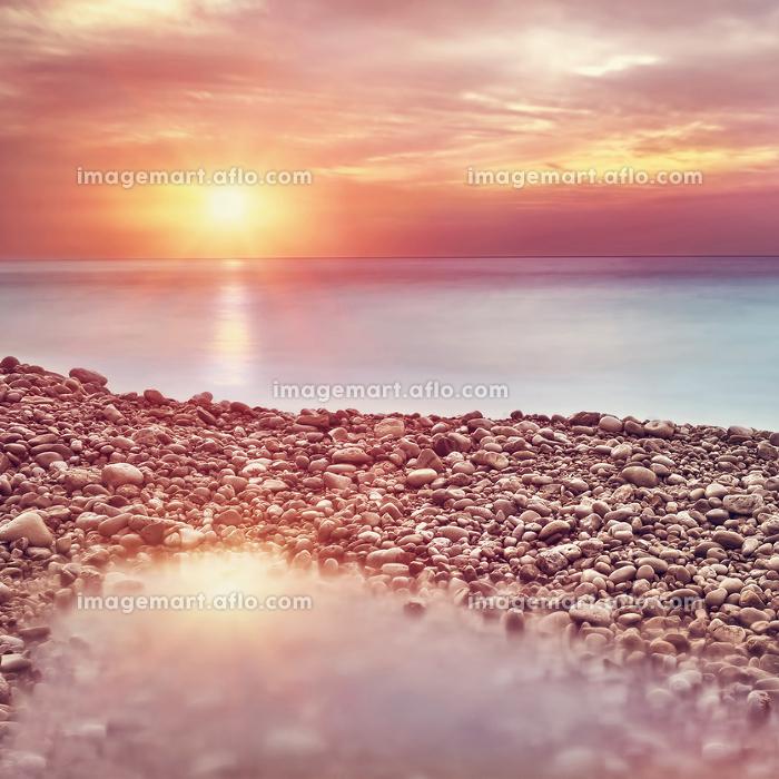 Beautiful beach landscape on sunsetの販売画像