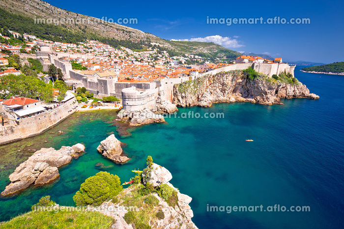 Medieval town of Dubrovnik with famous walls colorful viewの販売画像