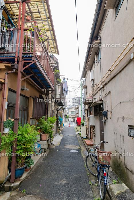 東京都内の住宅密集地 路地裏 古い家の販売画像