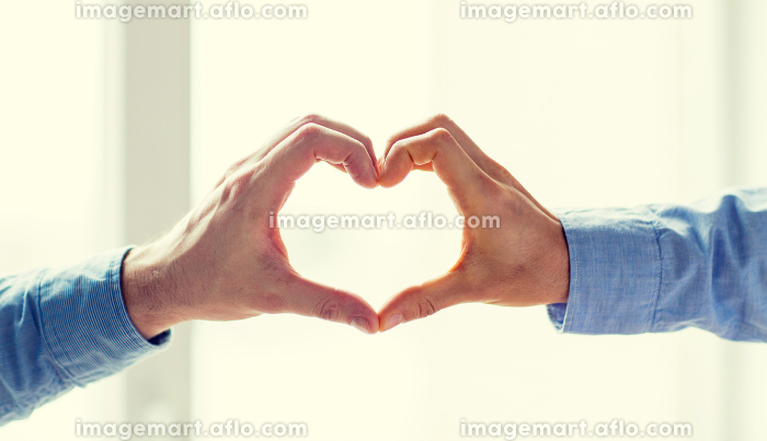close up of male gay couple hands showing heartの販売画像