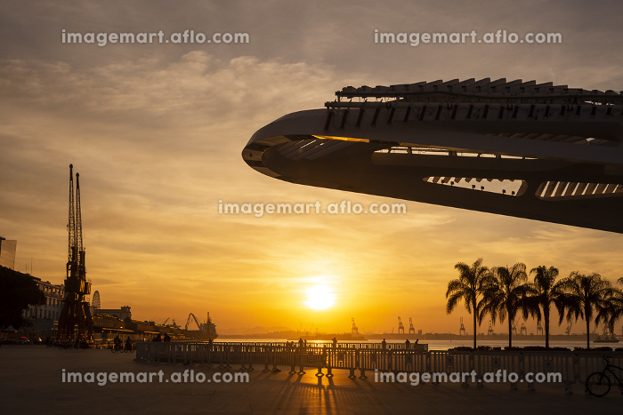 Beautiful sunset view to modern architecture museum closed on covid-19の販売画像