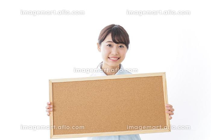 ボードを持つ看護師の販売画像
