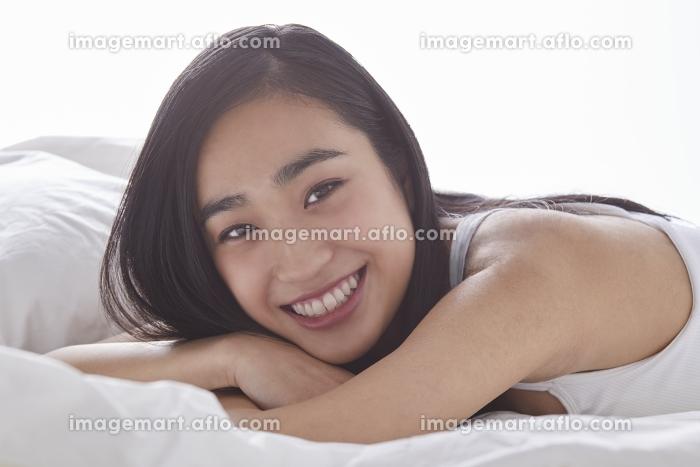 笑顔の日本人女性の販売画像