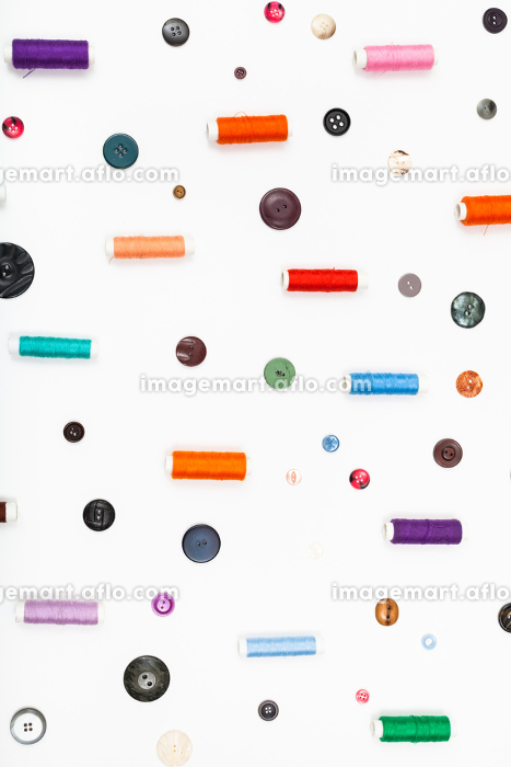 many spools of thread and different buttonsの販売画像