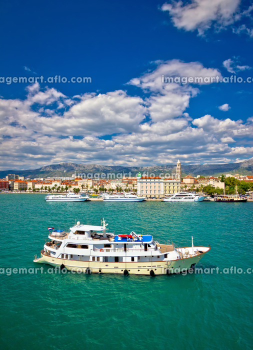 Turquoise Split sea and waterfront viewの販売画像