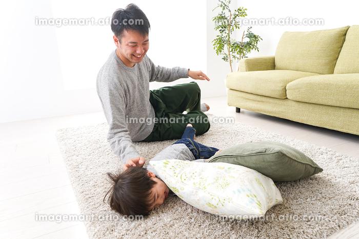 家で家族団らんの販売画像