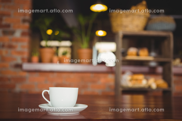 Cup and saucer on the counterの販売画像