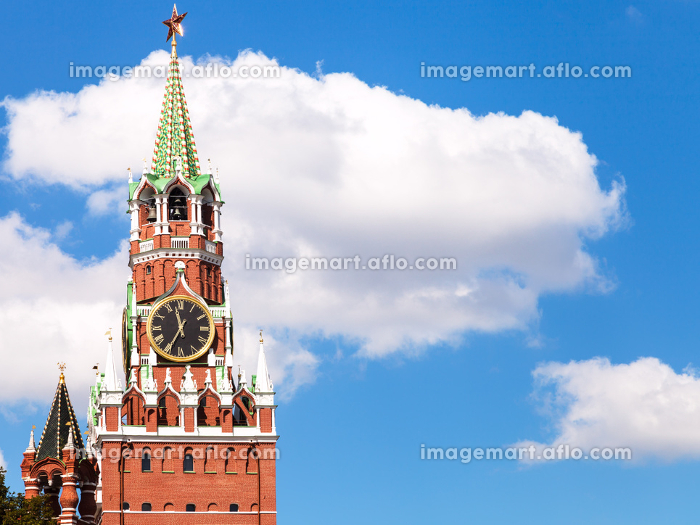 clock tower of Moscow Kremlin and white cloudの販売画像