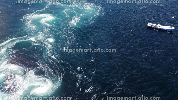 鳴門の渦潮とボートの販売画像