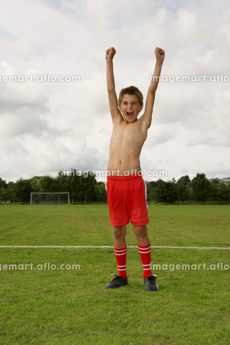 Young footballer with arms raisedの販売画像