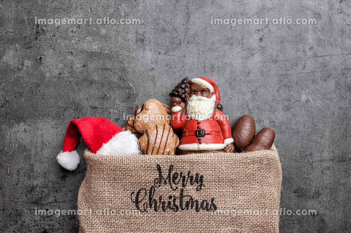 Festive Christmas background with sweets and decorationの販売画像