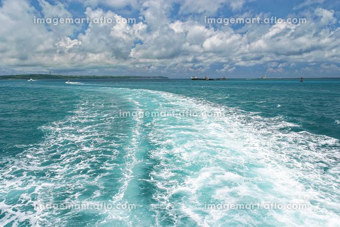 宮古島の海 船後ろ 八重山諸島 沖縄県の販売画像