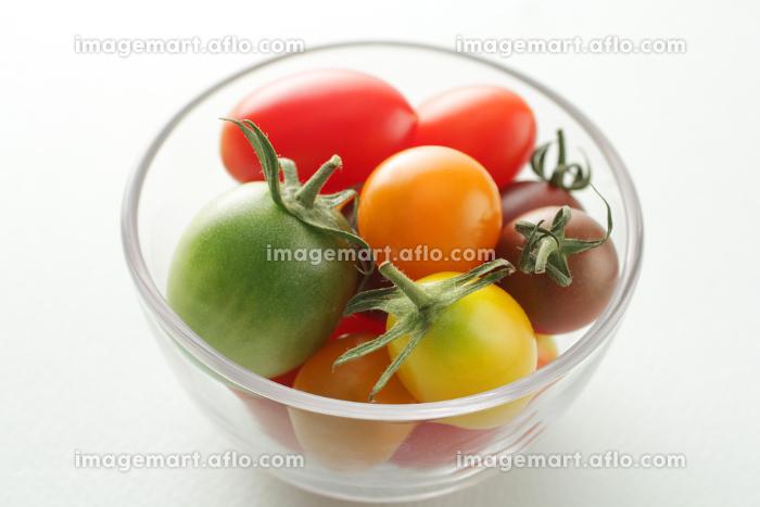 カラフルな色のミニトマトの販売画像