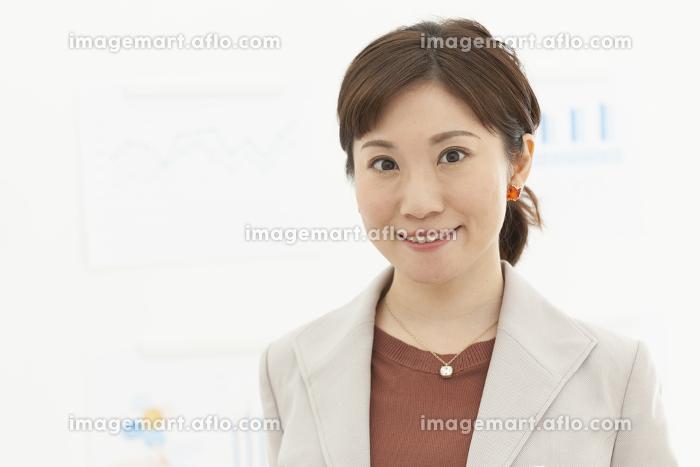 笑顔のビジネスウーマンの販売画像