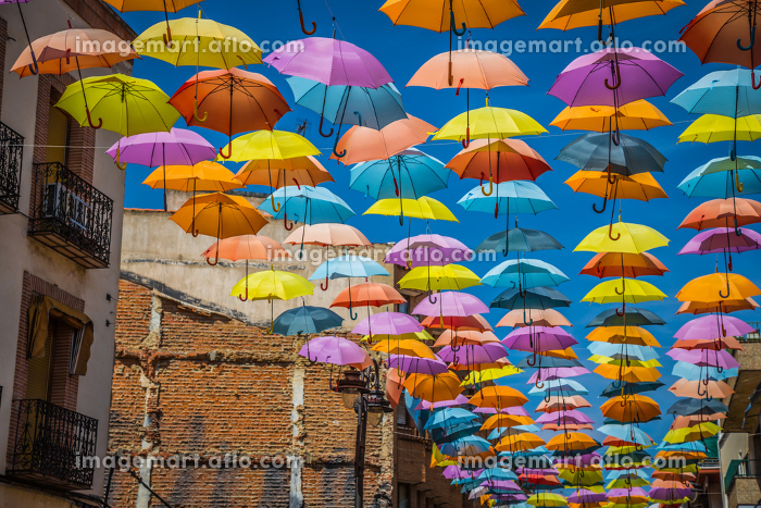 street decorated with colored umbrellas,madridの販売画像