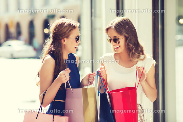 happy women with shopping bags in cityの販売画像