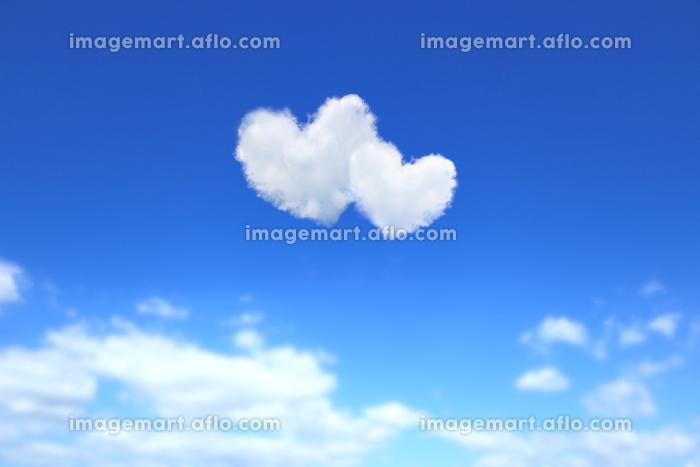 ハート形の雲が浮かぶ青空 2の販売画像