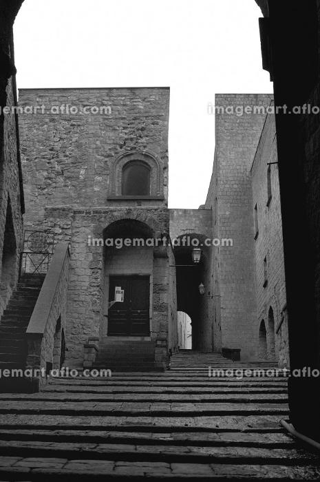 ナポリの古代建物のモノクロ写真の販売画像