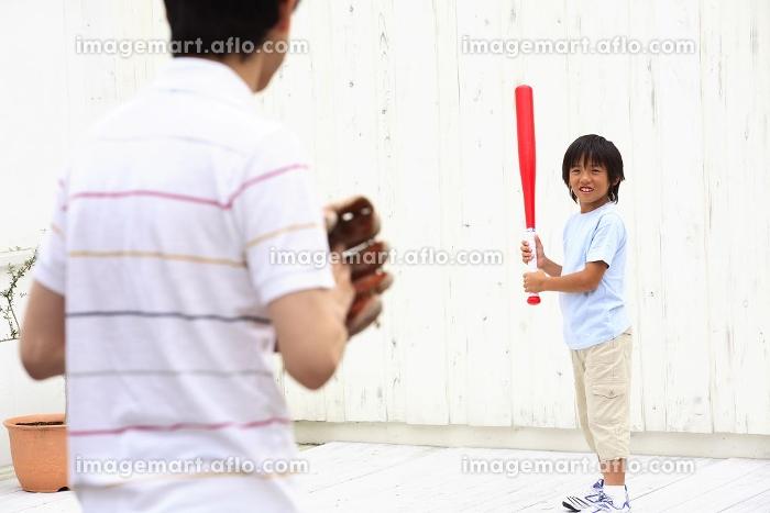 野球をする親子