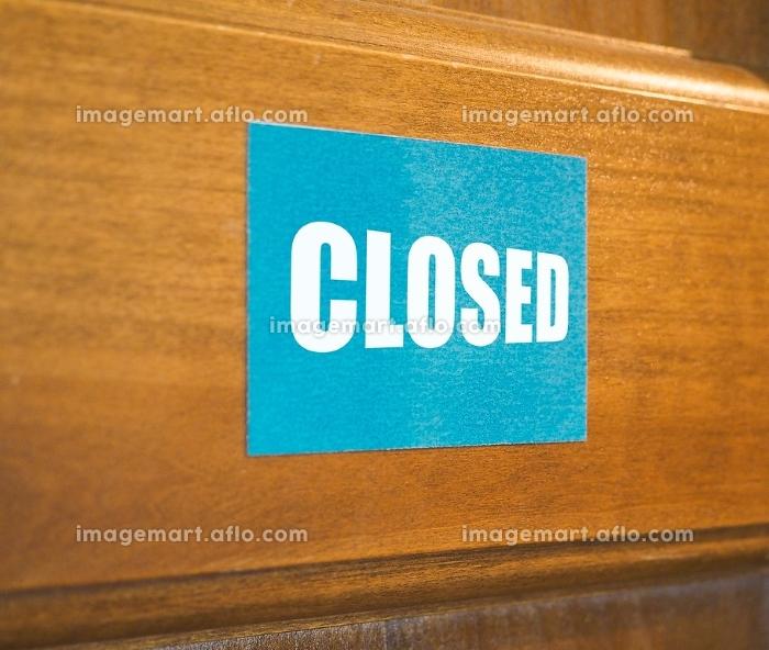 Closed sign on doorの販売画像