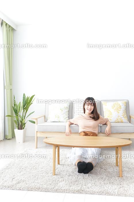 1人暮らしの女性の販売画像