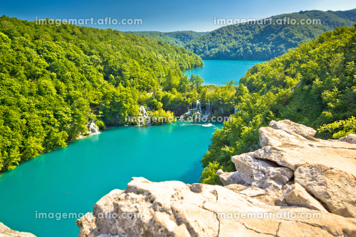 Turquoise water of Plitvice lakes national parkの販売画像