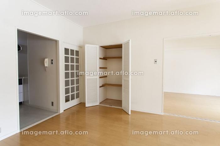 リビングルームの収納スペース