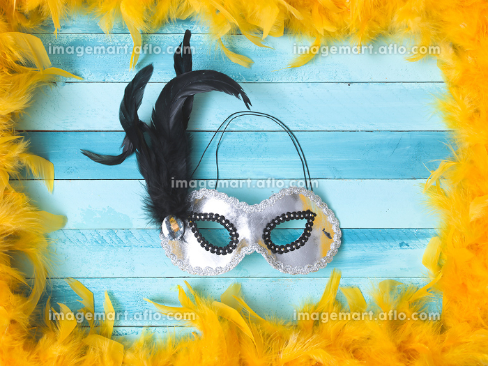 blue carnival background with yellow feathersの販売画像