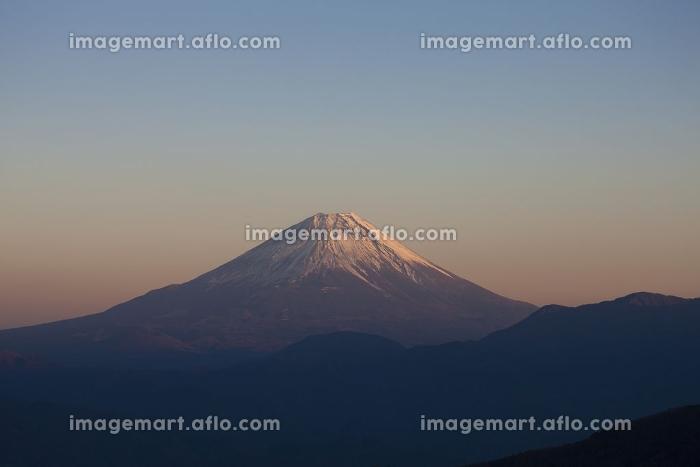 櫛形山からの夕日に染まる富士山