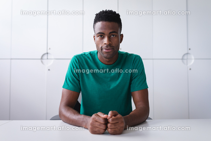 Happy african americen businessman sitting at desk while having a video call smiling. independent creative design business.の販売画像