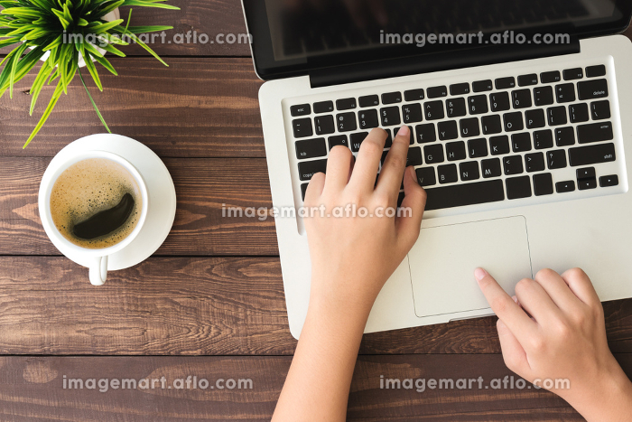 hand using laptop computer on top viewの販売画像