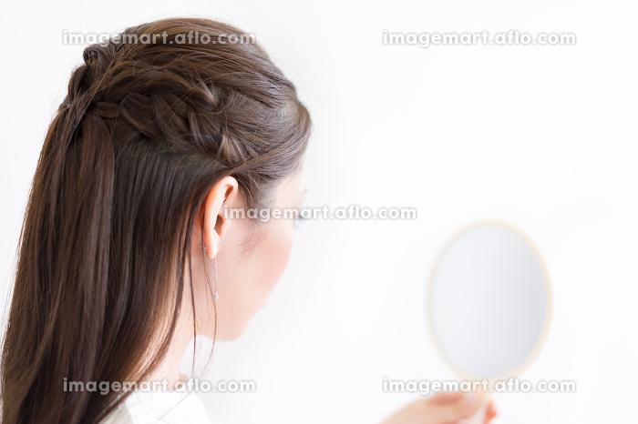 女性・美容・後姿の販売画像