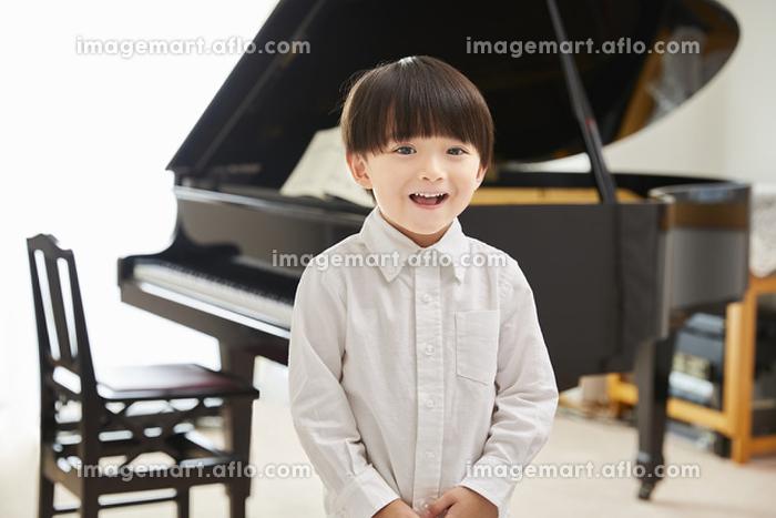 ピアノを習う男の子