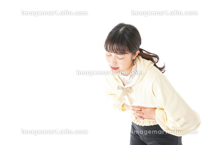 腹痛に苦しむ若い女性の販売画像