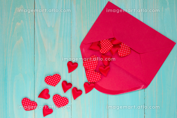 Envelope with  hearts on blue backgroundの販売画像
