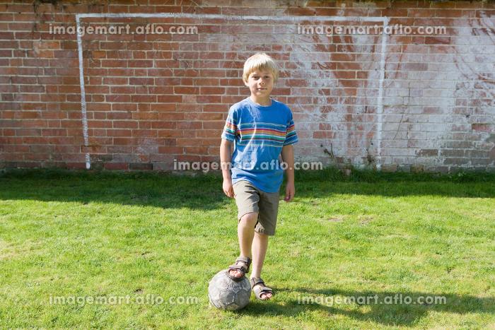 Boy in front of goalの販売画像
