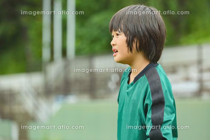 ゴールキーパーをするサッカー少年の販売画像