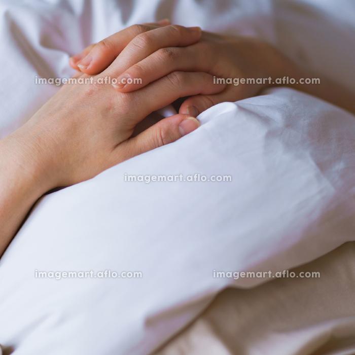 睡眠 布団 女性 日本人の販売画像