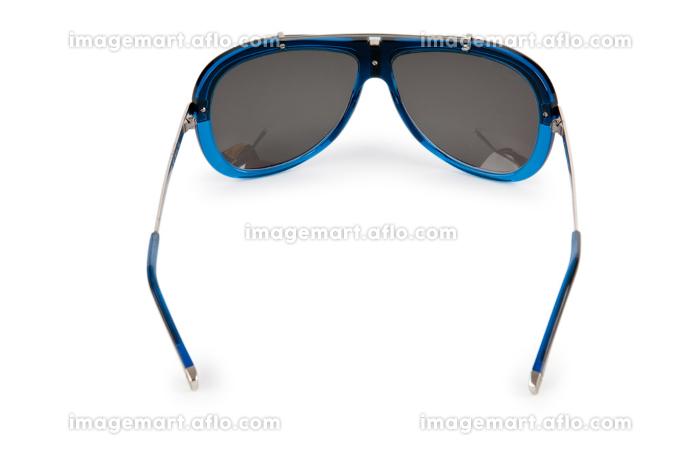 Elegant sunglasses isolated on whiteの販売画像