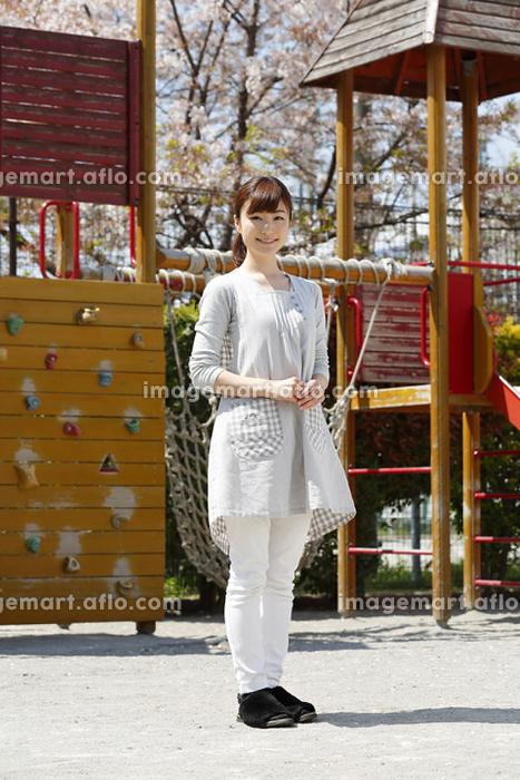日本人女性保育士