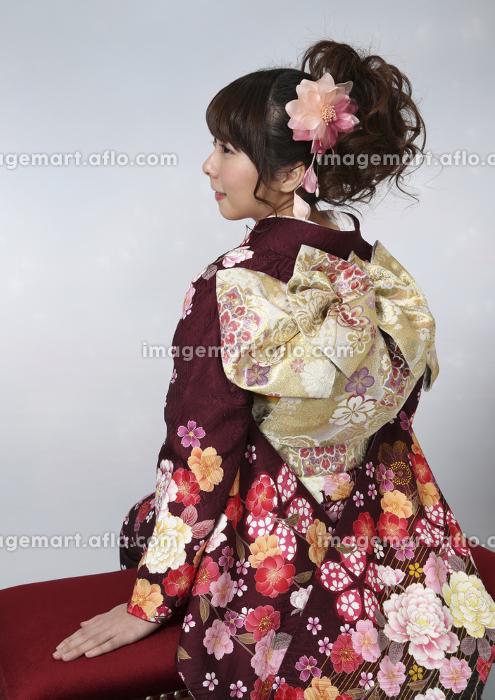 振袖を着た女性の販売画像